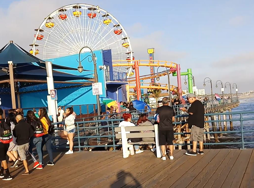 Top 13 beautiful places to visit in Los Angeles - Santa Monica Pier