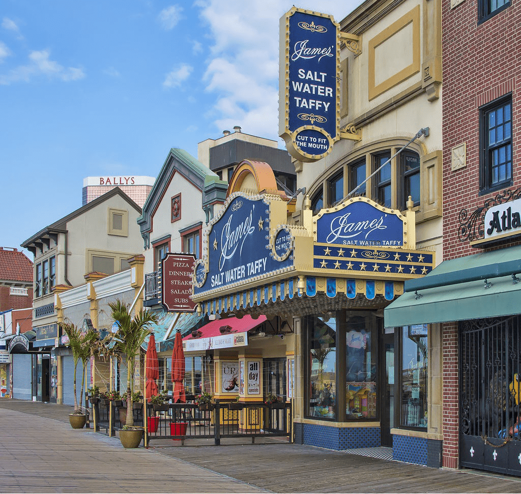 Things to do in Atlantic City in USA  :   Skip through the Boardwalk